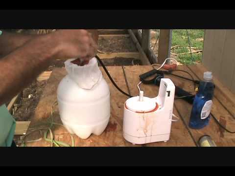 How to make hot pepper spray to deter garden critters & trapping coons